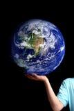 Mundo en la palma de sus manos - tierra del planeta Fotografía de archivo libre de regalías