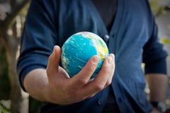 Mundo en su mano Fotos de archivo libres de regalías