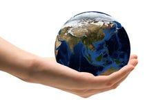 Mundo nas mãos imagens de stock royalty free
