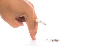 Mundo nenhum dia do cigarro: Mão do homem que guarda a queimadura Fotos de Stock