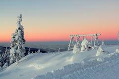 Mundo sob a neve no por do sol Imagens de Stock