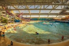 Mundo Waterpark na alameda ocidental de Edmonton fotos de stock