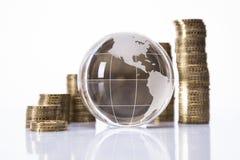 Mundo y dinero Fotografía de archivo libre de regalías