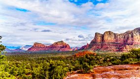 Munds Mountain and Twin Butte red rock mountains surrounding the town of Sedona. Munds Mountain and Twin Butte and other red rock mountains surrounding the town stock images