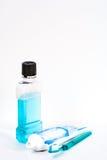 Mundwassertoothpast und -pinsel Stockfotos