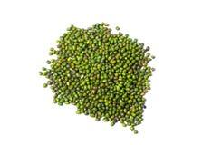 Mung fasola, zielony moong dal w drewnianym pucharze E fotografia royalty free