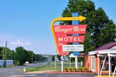 Munger Moss Motel und Weinleseleuchtreklame stockbilder