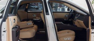 "MUNICH †""JANUARI 30: Rolls Royce Phantom inre Foto taget I royaltyfria foton"