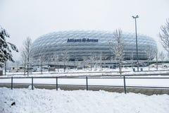 Munich, Alemanha - 18 de fevereiro de 2018: A arena de Allianz é coberta com a neve após a neve Fotos de Stock Royalty Free