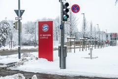 Munich, Alemanha - 18 de fevereiro de 2018: O terreno de Baviera é coberto com a neve após a tempestade da neve Imagem de Stock