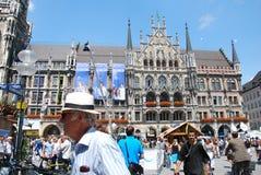 Munich, Alemanha - 7 de julho de 2011: Povos não identificados em um crowde Fotos de Stock