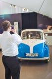 Munich, Alemanha 17 de junho de 2012: Povos que fotografam na frente de Imagem de Stock