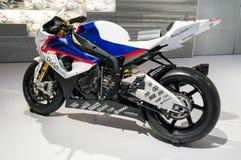 Munich, Alemanha - 10 de março de 2016: Motocicleta clássica no museu de BMW e equimose em Munich Fotografia de Stock