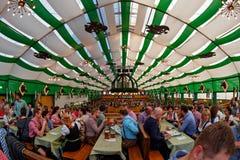 Munich, Alemanha - 21 de setembro: Barraca no Oktoberfest o 21 de setembro de 2015 em Munich, Alemanha Foto de Stock Royalty Free