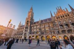 Munich, Alemanha - Janurary 20, 2017: O Marienplatz é os centro Fotos de Stock Royalty Free