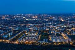Munich, Alemanha na noite da torre olímpica fotografia de stock