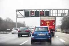 Munich, Alemania - 16 de febrero de 2018: Advertencia de la muestra del atasco Foto de archivo libre de regalías