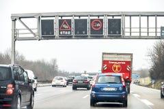 Munich, Alemania - 16 de febrero de 2018: Advertencia de la muestra del atasco Imagenes de archivo