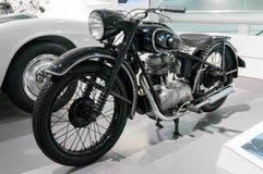 Munich, Alemania - 10 de marzo de 2016: La motocicleta en verdugón del bmw del museo en Munchen presentó los modelos nuevos y los Fotos de archivo