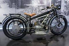 Munich, Alemania - 10 de marzo de 2016: La motocicleta en verdugón del bmw del museo en Munchen presentó los modelos nuevos y los Imagenes de archivo
