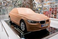 Munich, Alemania - 10 de marzo de 2016: Modelo del coche de la arcilla del concepto en la exposición del museo de BMW Imagenes de archivo