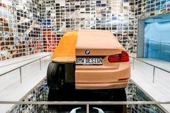 Munich, Alemania - 10 de marzo de 2016: Modelo del coche de la arcilla del concepto en la exposición del museo de BMW Imagen de archivo libre de regalías