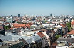 MUNICH, Alemania - 5 de mayo de 2018: Opinión aérea del panorama desde arriba del centro de ciudad de Munich con el espacio de la imagenes de archivo