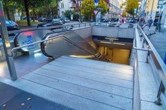 Munich, Alemania - 16 de octubre de 2017: La entrada de la estación de metro Fotos de archivo libres de regalías
