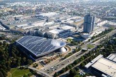 MUNICH, ALEMANIA - 13 de septiembre de 2016: Vista aérea del mundo de BMW y del museo de BMW imagen de archivo