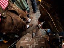 Munich, Alemania - 21 de septiembre: Los hombres con ropa tradicional celebran en el Oktoberfest el 21 de septiembre de 2015 aden Fotos de archivo