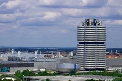 Munich, Alemania - 06 24 2018: Museo de BMW y de cuatro cilindros en MU fotos de archivo