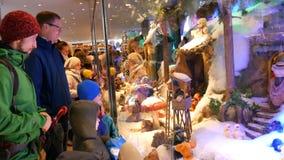 Munich, Allemagne - 2 décembre 2018 : L'étalage célèbre de Munich avec les jouets mobiles sur le Marienplatz, pour lequel s'ouvre clips vidéos