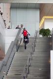 MUNICH, ALLEMAGNE - 1ER JUIN 2012 : le motocycliste montre des tours et amuse des visiteurs à l'exposition du musée de BMW Photos libres de droits