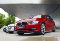 MUNICH, ALLEMAGNE - 1ER JUIN 2012 : Les voitures de BMW ont présenté à la salle d'exposition du monde de BMW à Munich, Allemagne Photo libre de droits
