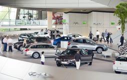 MUNICH, ALLEMAGNE - 1ER JUIN 2012 : Les voitures de BMW ont présenté à la salle d'exposition du monde de BMW à Munich, Allemagne Photographie stock libre de droits