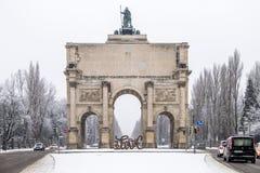 Munich, Allemagne - 17 février 2018 : Chez Victory Gate tient une sculpture montrant l'amour de lettre et du Photographie stock