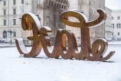 Munich, Allemagne - 17 février 2018 : Chez Victory Gate tient une sculpture montrant l'amour de lettre et du Image stock