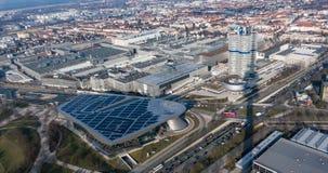 Munich, Allemagne - 10 mars 2016 : Le point de repère à quatre cylindres de Munich de tour de BMW qui sert de monde siège pour Photos stock