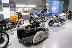 Munich, Allemagne - 10 mars 2016 : Moto classique au musée de BMW et trépointe à Munich Photo stock