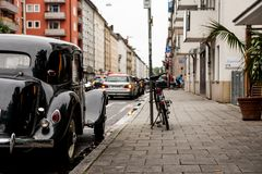 MUNICH, ALLEMAGNE - VERS EN OCTOBRE 2016 : Vieux Medcedes s'est garé sur des rues de la vieille ville Soin d'Allemands au sujet d Photo stock
