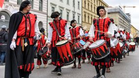 MUNICH, BAVARIA, GERMANY - MARCH 13, 2016: drummers group of Kaufbeuren in Middle Ages clothing at the St. Patrick`s Day Parade.  royalty free stock photos