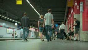 Munich Baviera, Alemania, Europa - 2 de julio Transporte público ferroviario 2018 almacen de video