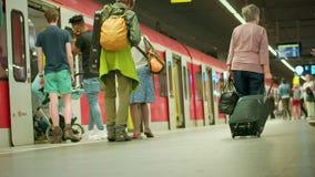 Munich Baviera, Alemania, Europa - 2 de julio Transporte público ferroviario 2018 almacen de metraje de vídeo