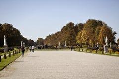 Munich den höstliga sikten av den Nymphenburg slotten parkerar Royaltyfria Bilder
