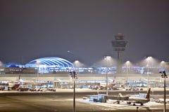 Munich Franz Josef Strauss Airport par nuit Photographie stock libre de droits