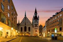 Munich gammalt stadshus nära Marienplatz stadfyrkant på natten i Mu Fotografering för Bildbyråer