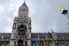 MUNICH, GERMANY/EUROPE - 25 SEPTEMBRE : Le Rathaus-glockenspiel Photographie stock libre de droits