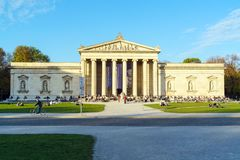 Free Munich, Germany - October 20, 2017: Students In Front Of Glyptothek Museum Of Antique Sculptures Royalty Free Stock Image - 118023436