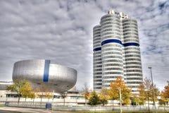 MUNICH - GERMANYOCTOBER 31: BMW byggnadsmuseum på Juni 31, 2014 Royaltyfria Bilder