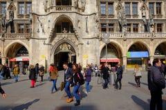 Munich Marienplatz i vår Royaltyfria Bilder